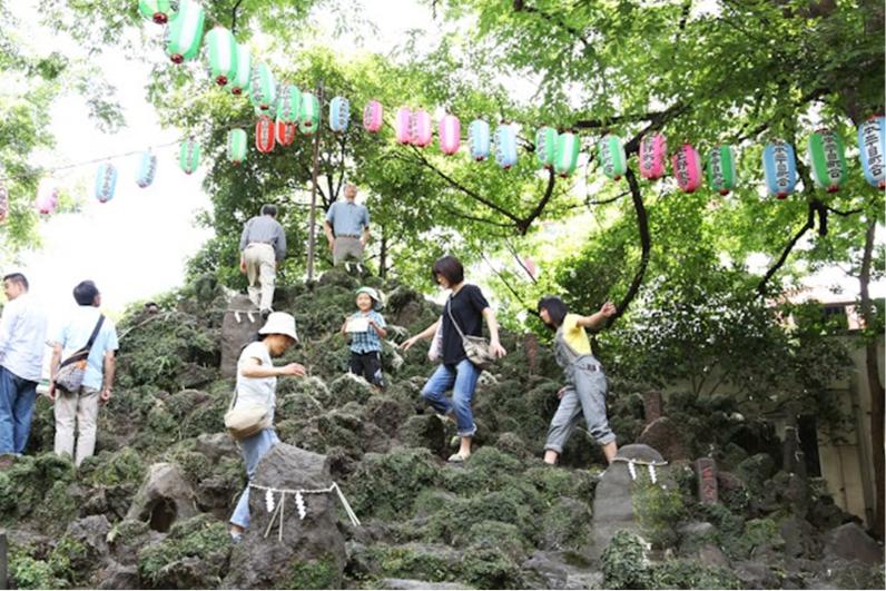 富士塚の風景画像